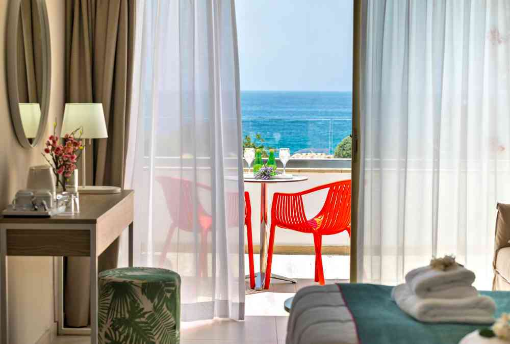 Leonardo Hotels & Resorts Mediterranean - juniorSuiteSeaView_04.jpg