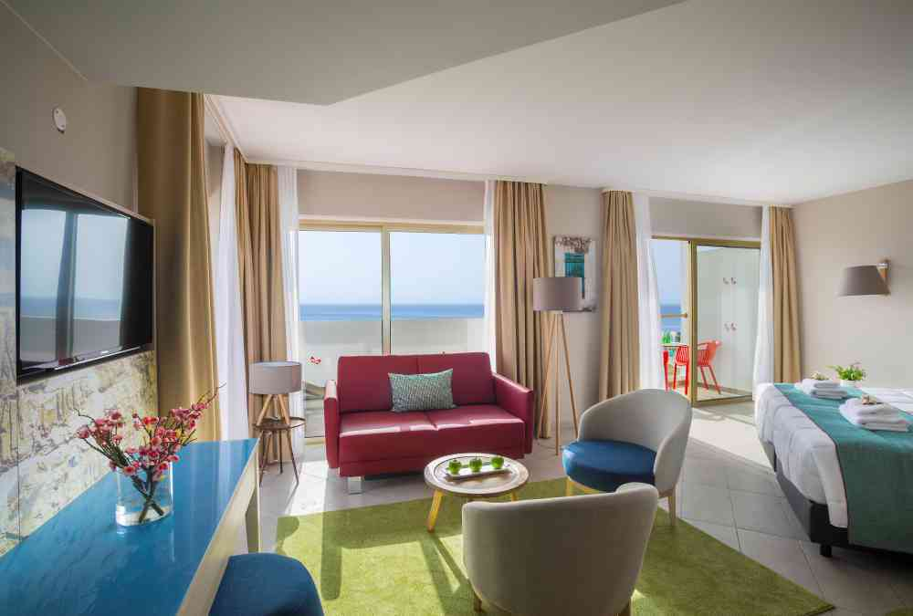 Leonardo Hotels & Resorts Mediterranean - seaViewSuite_02.jpg