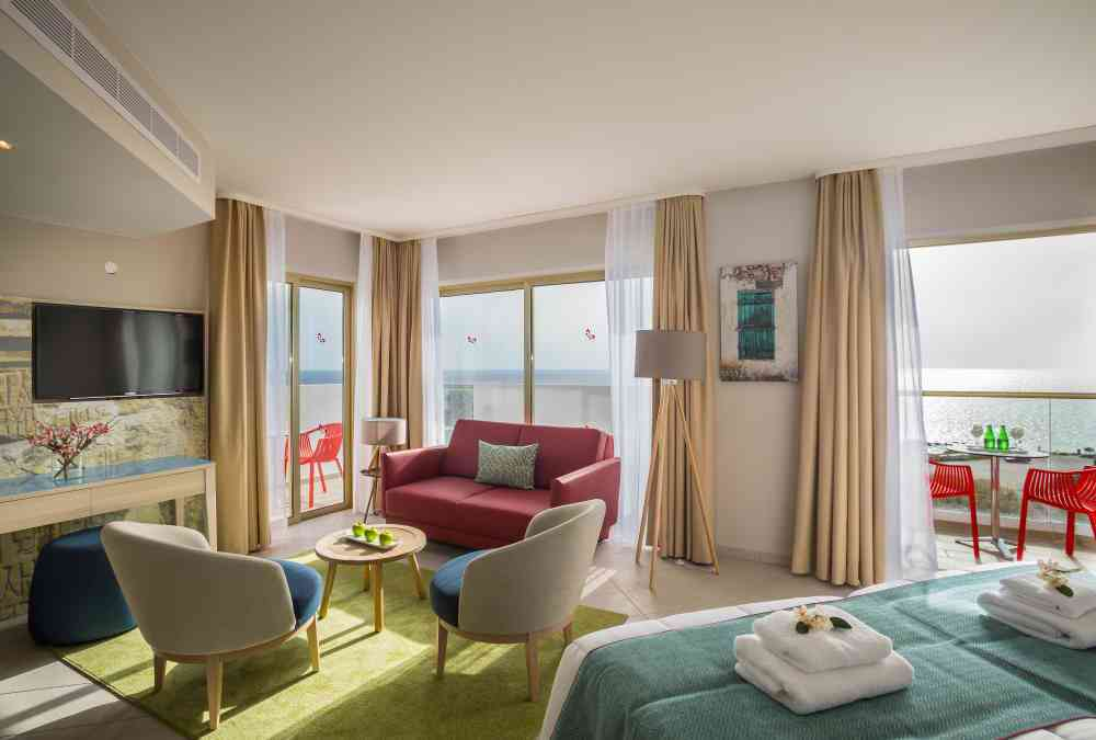 Leonardo Hotels & Resorts Mediterranean - seaViewSuite_01.jpg