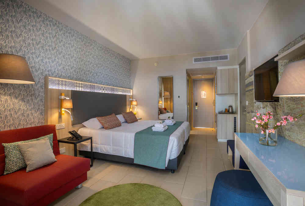 Leonardo Hotels & Resorts Mediterranean - twinDoubleSeaView_03.jpg
